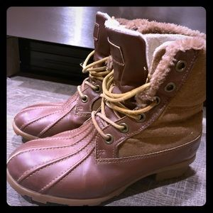 London Fog woman's 6 hole lined winter boots